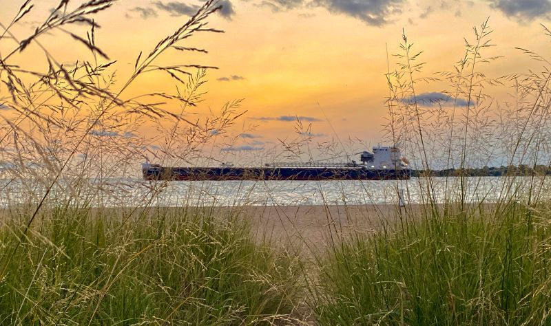 Lighthouse-beach-sunrise-freighter-fall-2020-sz800